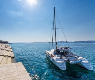 Katamaran Lagoon 380 chartern in Marina Dalmacija