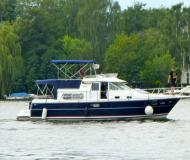 Motorboat Nimbus 380 Commander for rent in Berlin