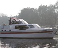 Motorboat with 3 cabins available for charter in Fuenfseen