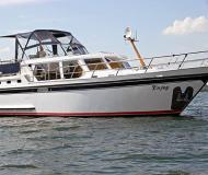 Motoryacht with 2 cabins for rent in Waren