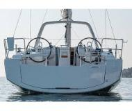 Sailing boat Oceanis 38 available for charter in Pomer