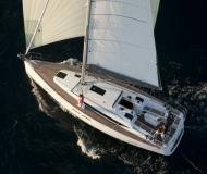 Sailing yacht Oceanis 38 for rent in Cannigione