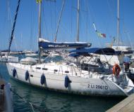 Yacht Oceanis 423 available for charter in Castiglione della Pescaia
