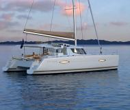 Kat Helia 44 chartern in Maya Cove