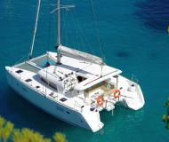 Catamaran Lagoon 400 S2 for rent in Tropea