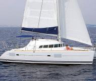 Katamaran Lagoon 410 S2 chartern in Marina di Sant Elmo
