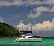 Kat Lagoon 440 chartern in Eden Island Resort