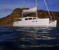 Kat Lagoon 450 chartern in English Harbour Town