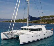Cat Lagoon 500 for hire in Marina di Portorosa