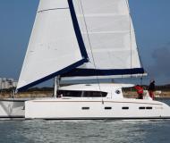 Katamaran Nautitech 441 chartern in Yachthafen von Lavrio