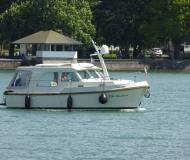 Motor boat Grand Sturdy 25.9 Sedan for hire in Kressbronn