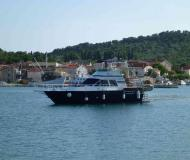 Motor yacht Luxor 40 Fly available for charter in Kukljica Marina