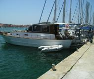 Motor yacht for hire in Marine Betina