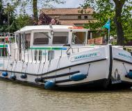 Houseboat Penichette 1400 available for charter in Port Dompierre sur Besbre