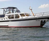 Motoryacht with 2 cabins for rent in Waren