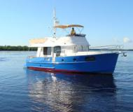 Motor yacht Swift Trawler 44 for rent in Marinatown Yacht Harbour