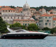 Motor boat Targa 48 for rent in Stobrec