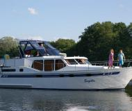 Motoryacht with 3 cabins available for charter in Marina Lenzer Harbour