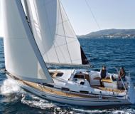 Sailing yacht Bavaria 34 Cruiser for rent in Marina Kroeslin