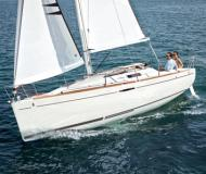 Sailing yacht First 25 for rent in La Trinite sur Mer