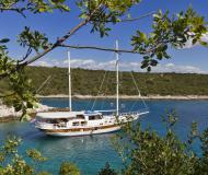 Sailing yacht Gulet available for charter in Omis