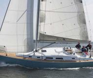 Sailing yacht Hanse 400 for rent in La Rochelle