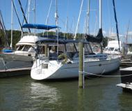 Yacht Hunter 43 for rent in Barrington