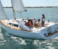 Sailing yacht Oceanis 37 for charter in Tourlos