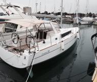 Sailing boat Oceanis 38 for hire in Marina Dalmacija