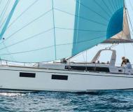 Sail boat Oceanis 381 for rent in Furnari