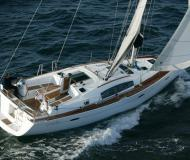 Sailing yacht Oceanis 40 for hire in Marina di Punta Ala