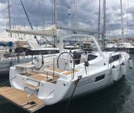 Yacht Oceanis 411 for rent in Port Olimpic Marina