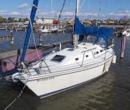 Yacht Pearson 33 Mark 2 for rent in Brewer Cove Haven Marina