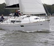 Yacht Sun Odyssey 36i for charter in Marina di San Vincenzo