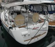 Yacht Sun Odyssey 409 for charter in San Vincenzo