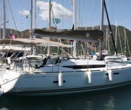 Yacht Sun Odyssey 439 chartern in Marina Parikia Port