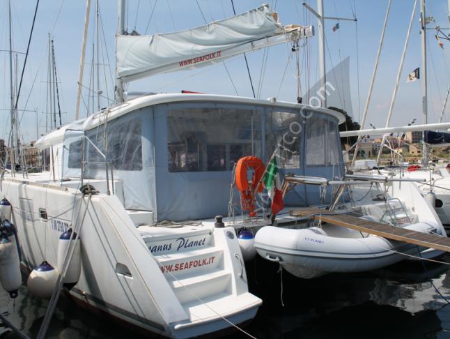 Katamaran Lagoon 450 chartern in Furnari