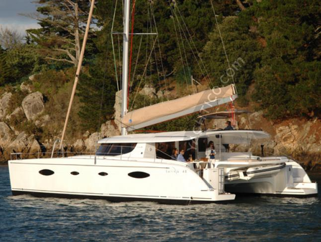 Cat Salina 48 for charter in Kastela