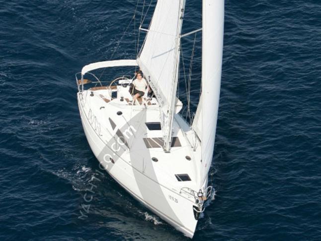 Segelyacht Elan 384 Impression chartern in Marina Kröslin