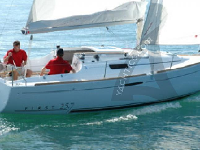 Yacht First 25.7 Yachtcharter in Arzal
