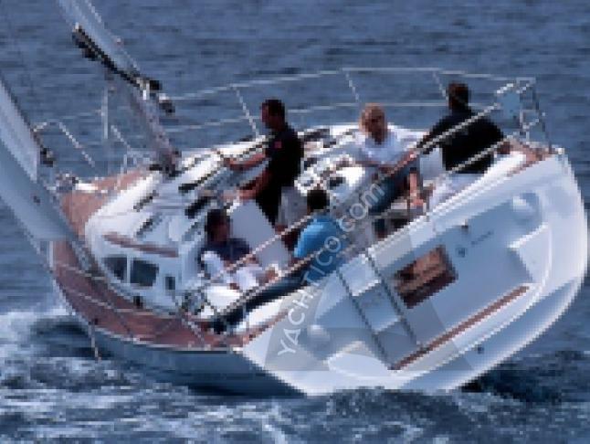 Yacht Sun Odyssey 35 - Sailboat Charter Castiglione della Pescaia
