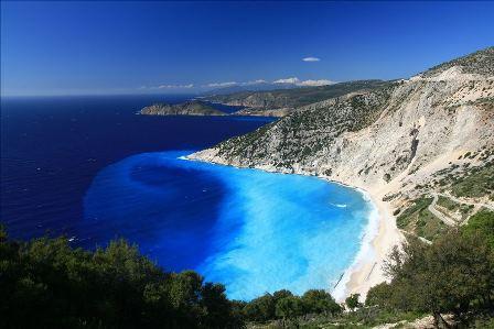 Segeln Sie entlang der Küste von Korfu